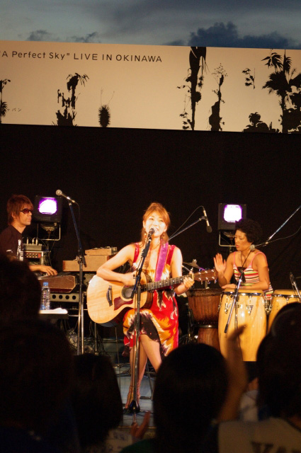 ボニーピンクの新曲シンキングオブユーのインストアイベントのレポートを見られるホームページを紹介します。BONNIE PINK Live Concert Event Report - Thinking Of You